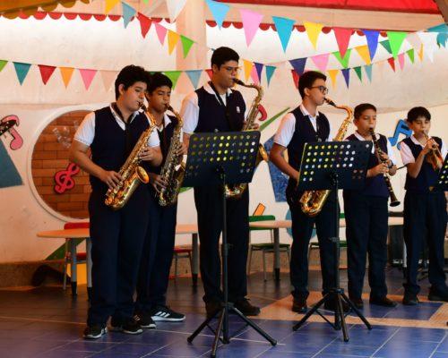16. Banda de Jazz, dirigido por el Docente Edison Delgado