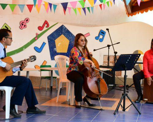 21. Intervenci¢n especial de Andrea Jaramillo y Karla Cruz con el tema El Aguacate
