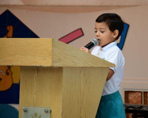 5. Breve rese§a por el D°a del Pasillo Ecuatoriano a cargo del alumno Carlos Pe§a de 1¯ EGB