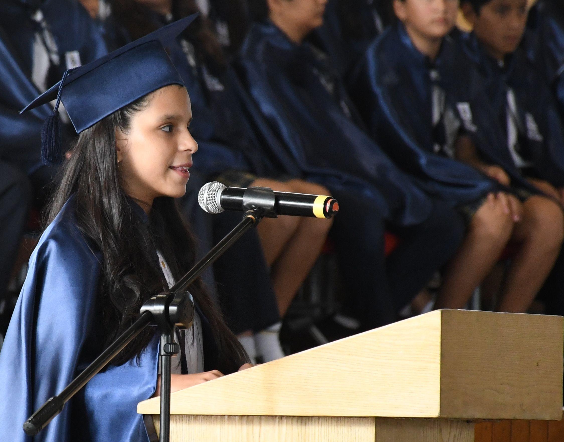 Discurso en FrancÇs a cargo de la estudiante Fabiana Lazo Arellano de 7¯ EGB D