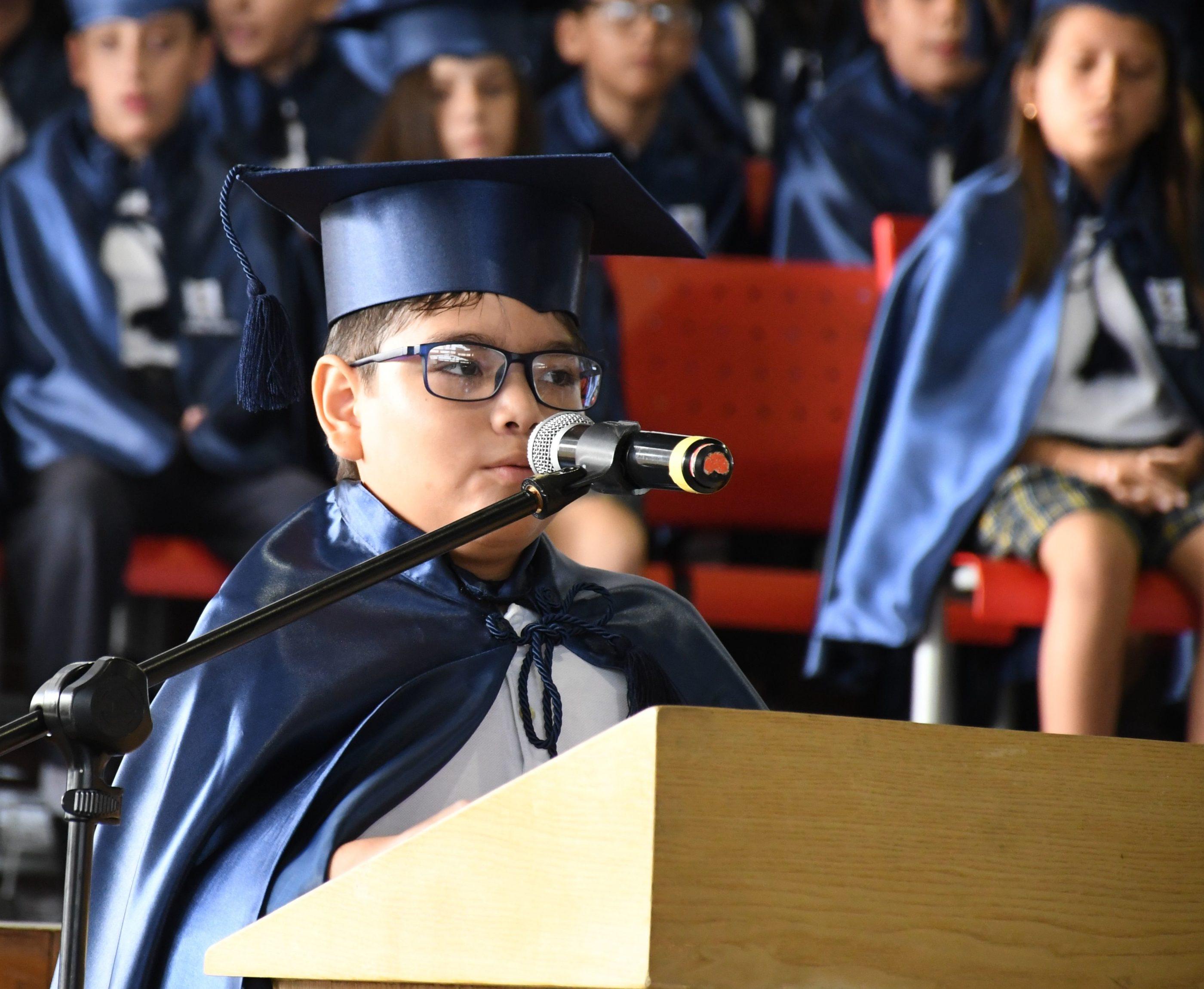 Discurso en inglÇs a cargo del estudiante JosÇ Antonio Maiz Viteri 7¯ EGB G
