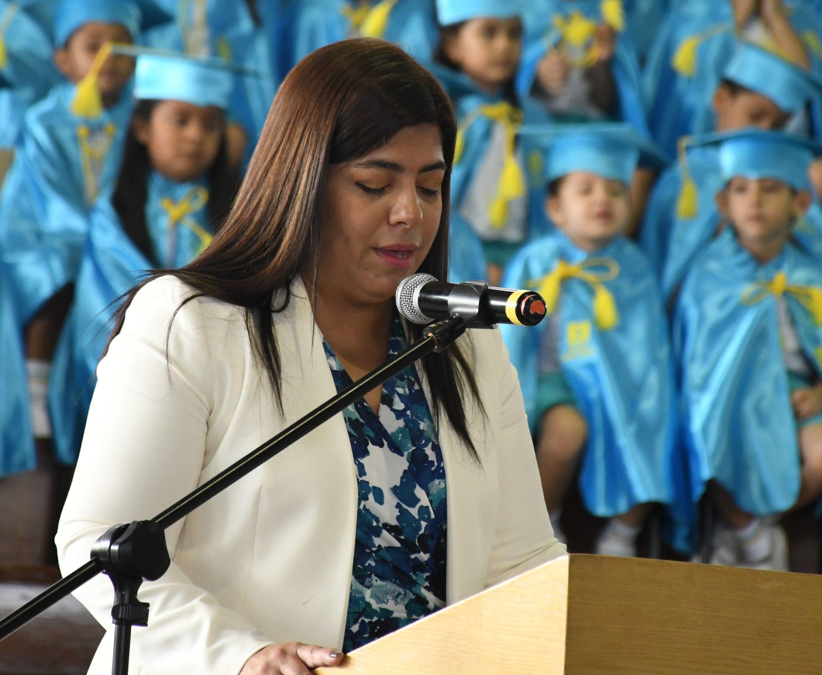En representaci¢n del ComitÇ de Padres de Familia del Preescolar Sra. Elker Mendoza