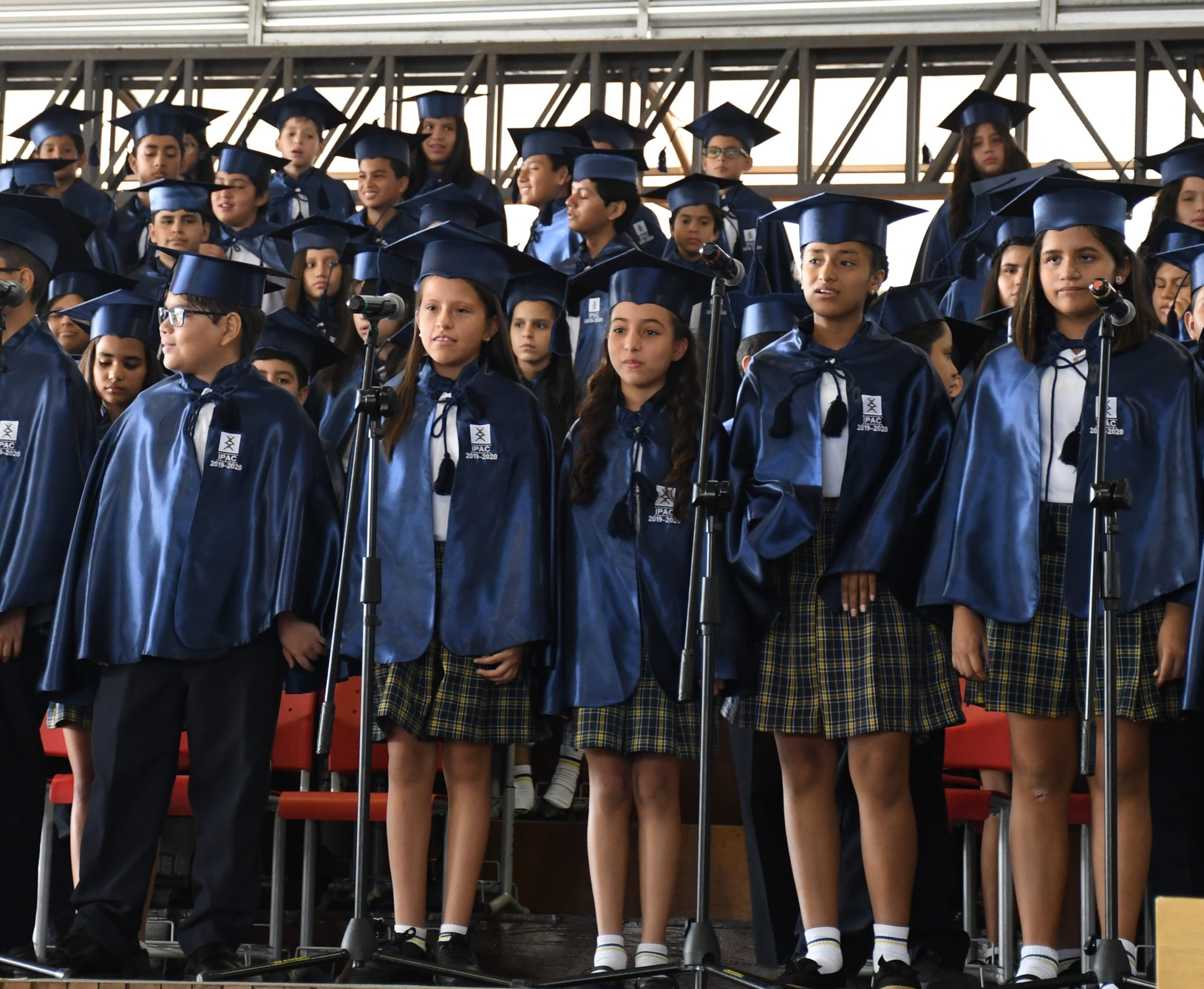 Participaci¢n musical por parte de los estudiantes de 7¯ EGB con la canci¢n Abriendo Caminos