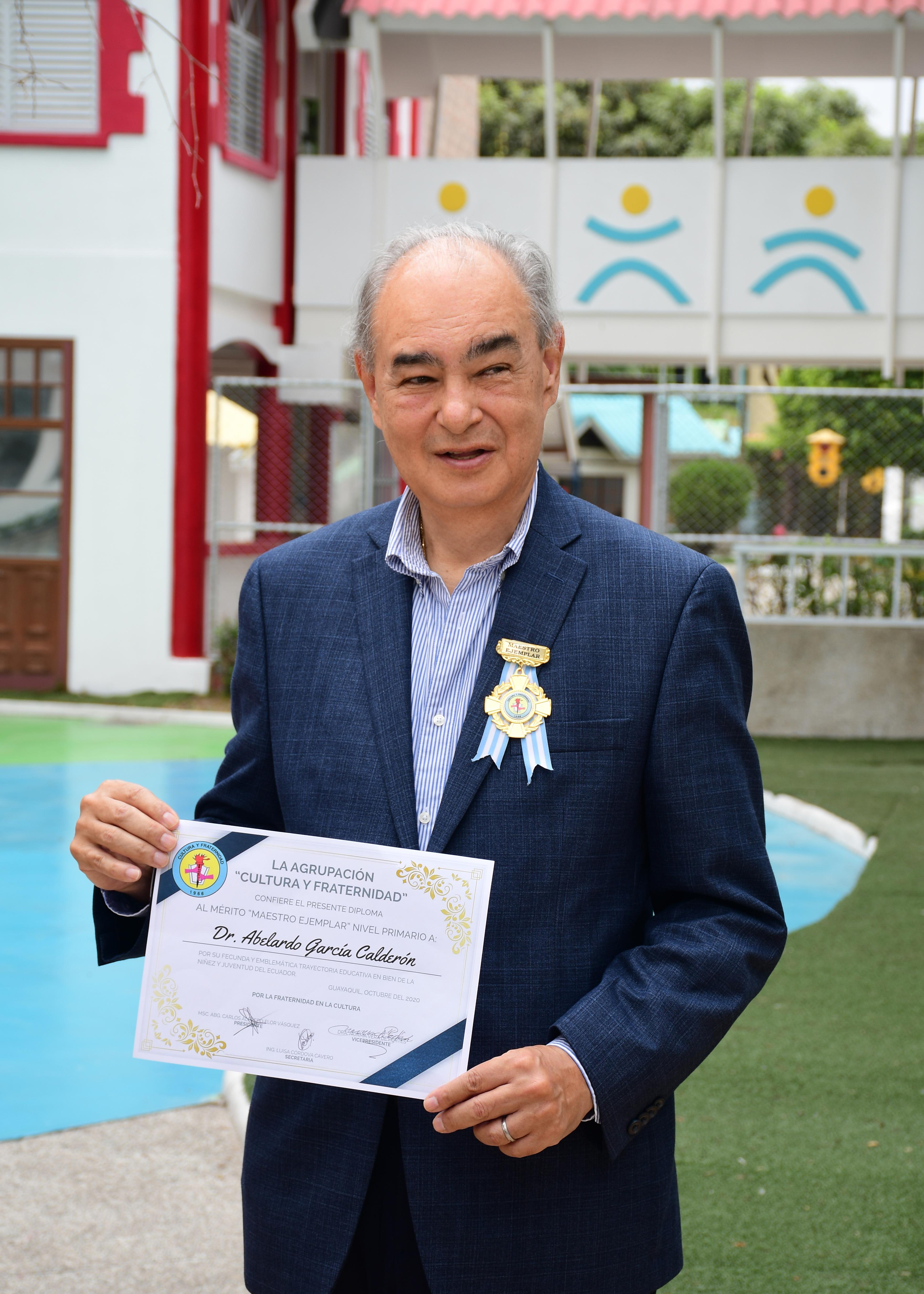 Reconocimiento al Dr. Abelardo García Calderón